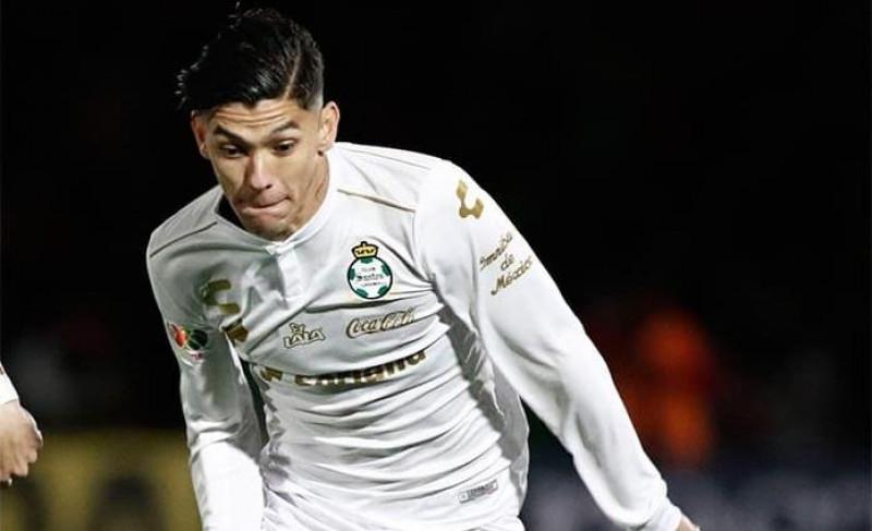 Genk hace oficial llegada de Arteaga más de una semana después de que Santos anunciara su traspaso