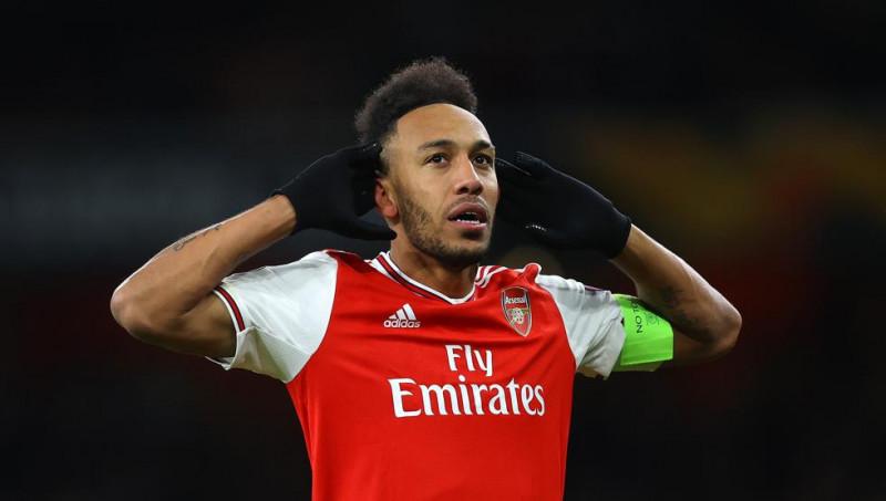 Jiménez, entre los jugadores que pide Aubameyang para renovar con el Arsenal