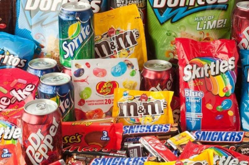 Oaxaca prohibe la venta de comida chatarra y refrescos a menores de edad