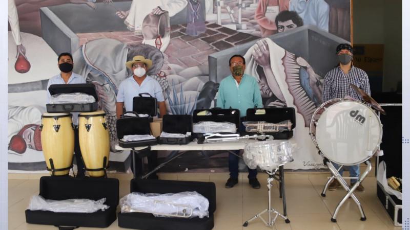 Entregan instrumentos al Cobaes de Villa de Ahome