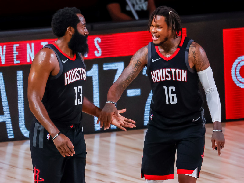 Los Rockets derrotan a los Lakers