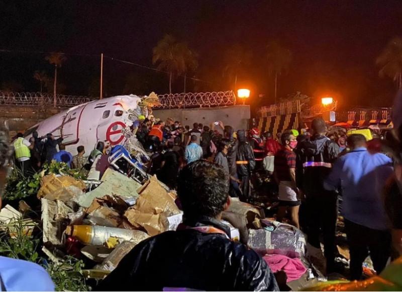 Al menos 14 muertos y 15 gravemente heridos por avión que se estrelló al aterrizar en la India