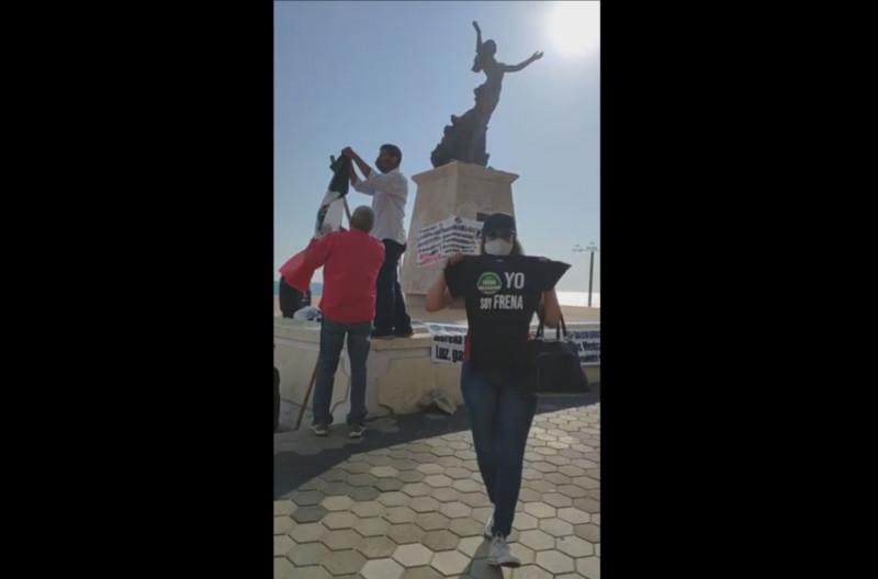 'Ocupan la plaza' anti AMLO's en Mazatlán