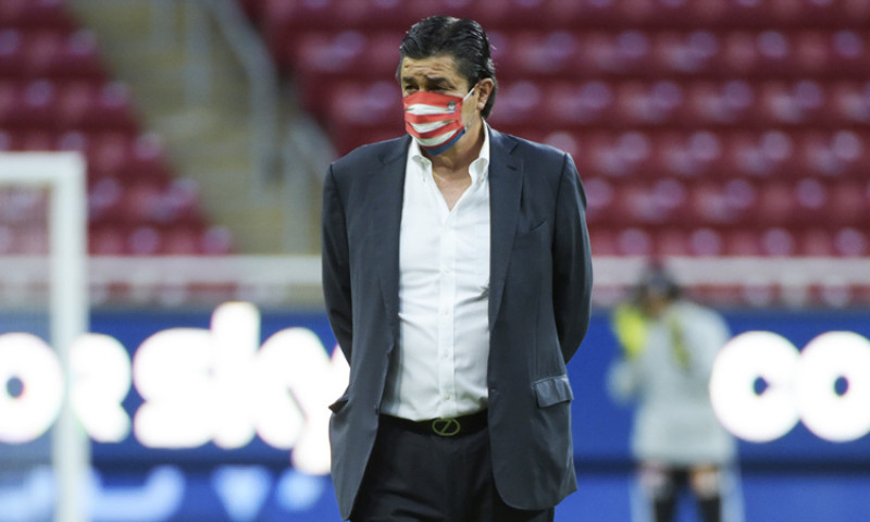 Luis Fernando Tena es despedido de Chivas