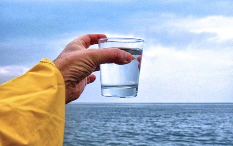 En 30 minutos y con luz solar, científicos hacen potable el agua de mar