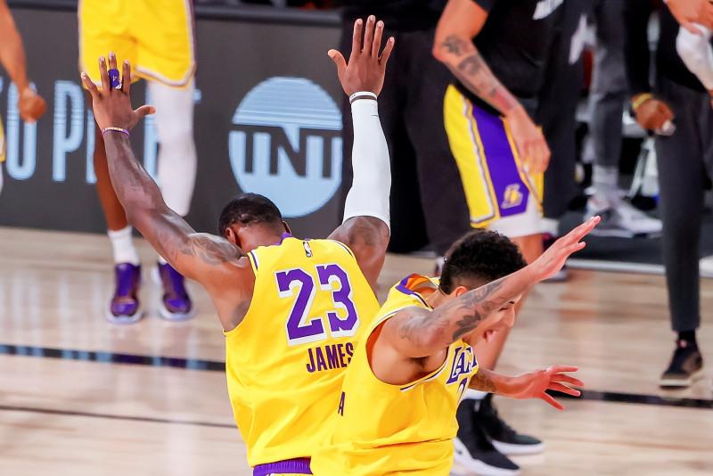 Los Lakers vencen a los Nuggets