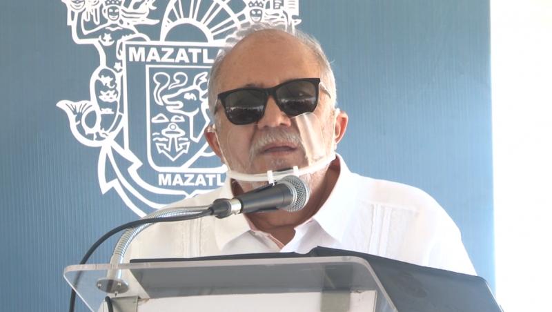 Alcalde de Mazatlán brilla... pero por su ausencia