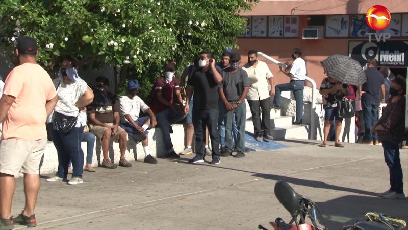 Clientes de bancos en Mazatlán, madrugan para ser atendidos