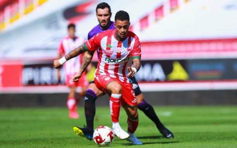 Mazatlán FC pierde ante Necaxa, el VAR es protagonista del juego