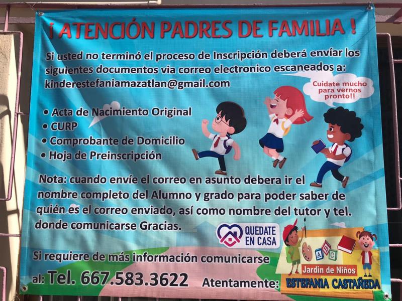 Escuelas colocan anuncios para concluir proceso de inscripción