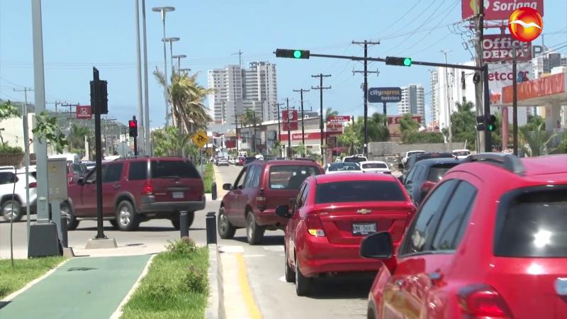 Falta sincronización de semáforos en avenida Rafael Buelna