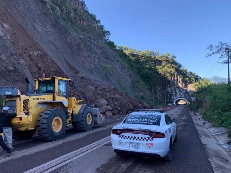 Cerrada circulación en la súper carretera Mazatlán-Durango
