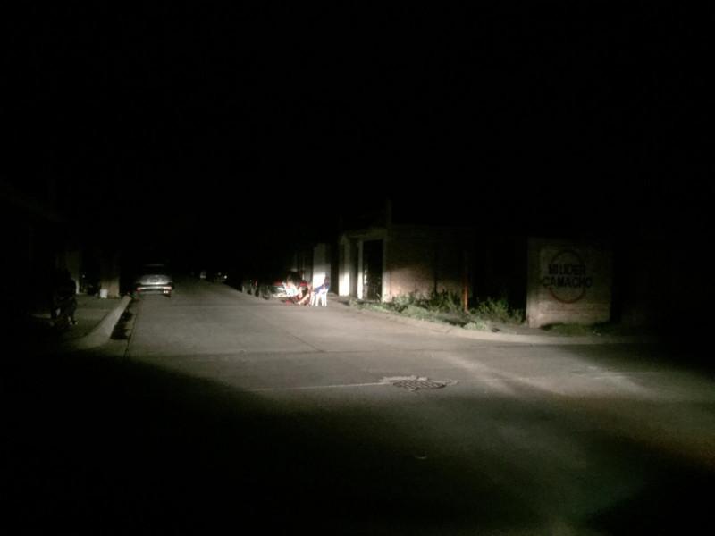 Varios sectores de Los Mochis se reportan sin energía eléctrica