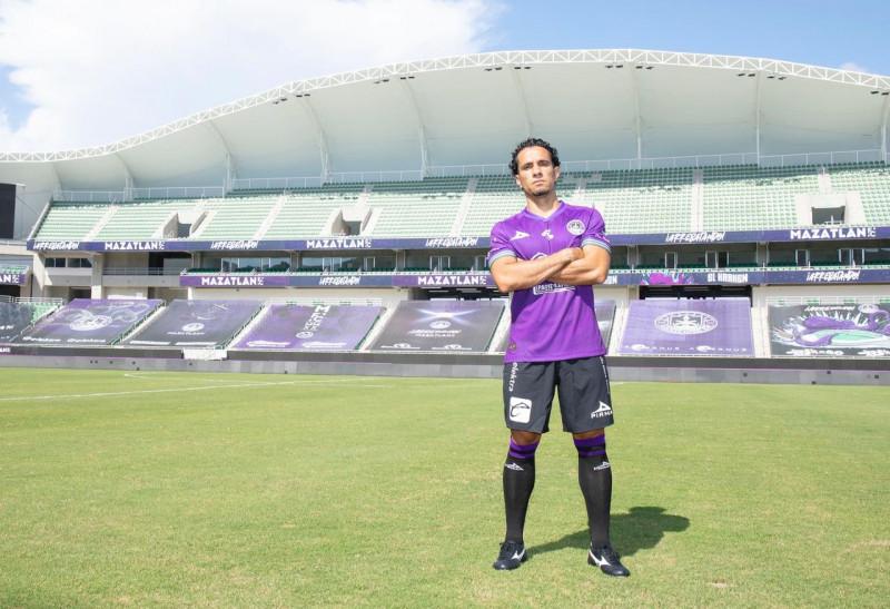 Camilo Sanvezzo es presentado con Mazatlán FC
