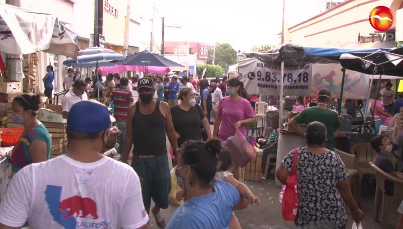 """""""Abarrotan"""" mazatlecos la Colonia Benito Juárez este domingo"""