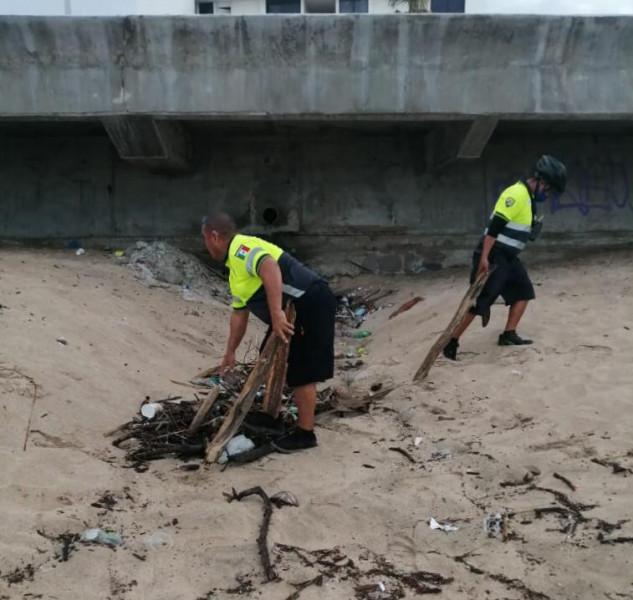 Levantan 1.1 toneladas de desechos en zona de playas