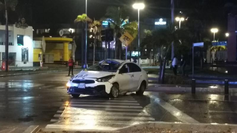 Joven pierde la vida al chocar contra glorieta en Mazatlán