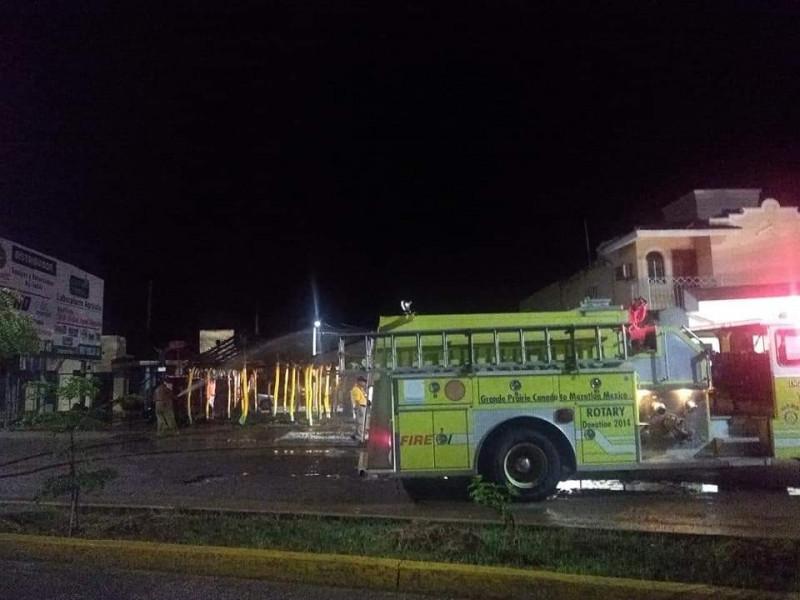 Se incendia palapa de birriería en Escuinapa