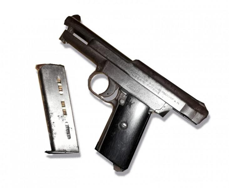 Aseguran a dos hombres con un arma en Culiacán