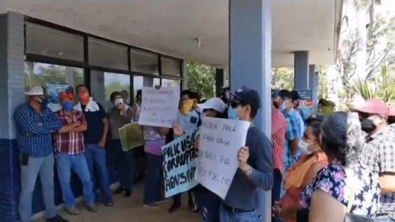 Remueven a policías de El Carrizo tras manifestación