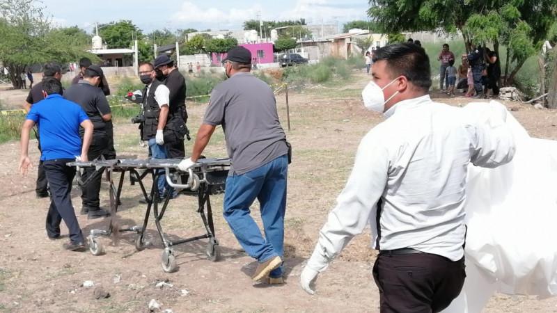 Encuentran a hombre asesinado en dren de Villa Juárez, Navolato