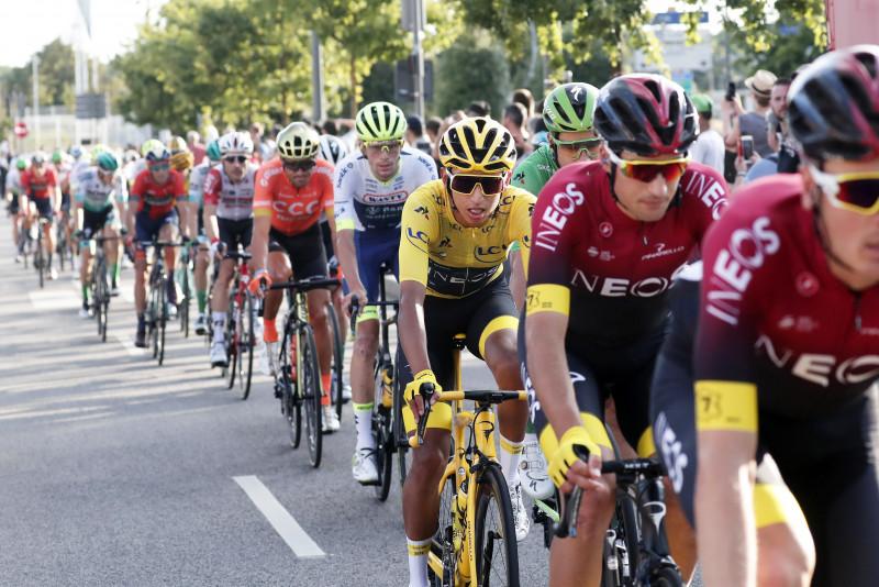 Equipos con casos Covid-19 serán expulsados del Tour de Francia