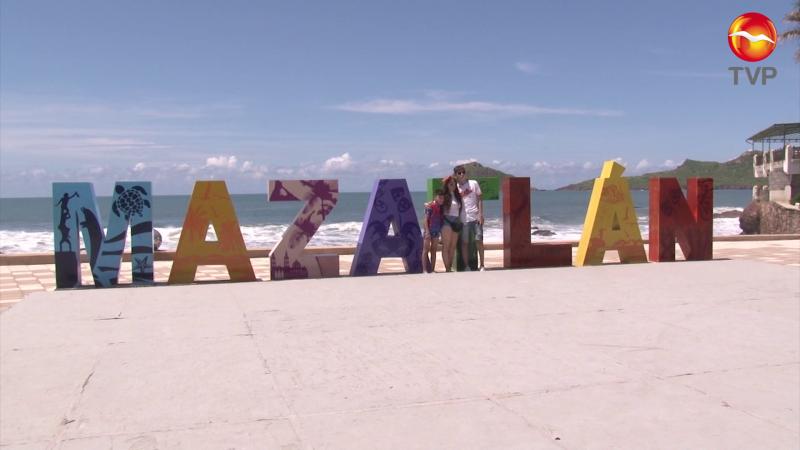Turistas disfrutan atractivos de Mazatlán