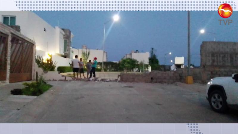 Pasan por alto a vecinos al demoler barda en Hacienda del Seminario