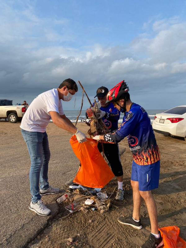 Recogen dos toneladas de basura en playa Ponce