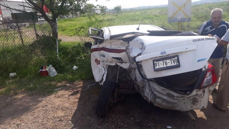 Accidente vial entre taxi y patrulla estatal