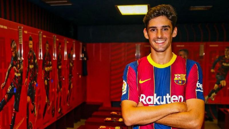 Salida de Messi no detiene reestructuración y Barça presenta a su nuevo fichaje