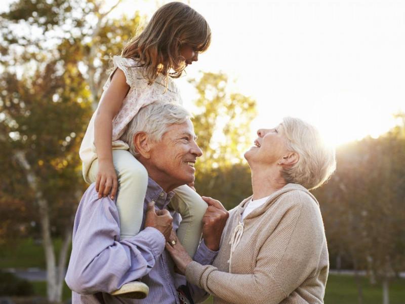 Debemos festejar a los abuelitos en su día  pero con distancia