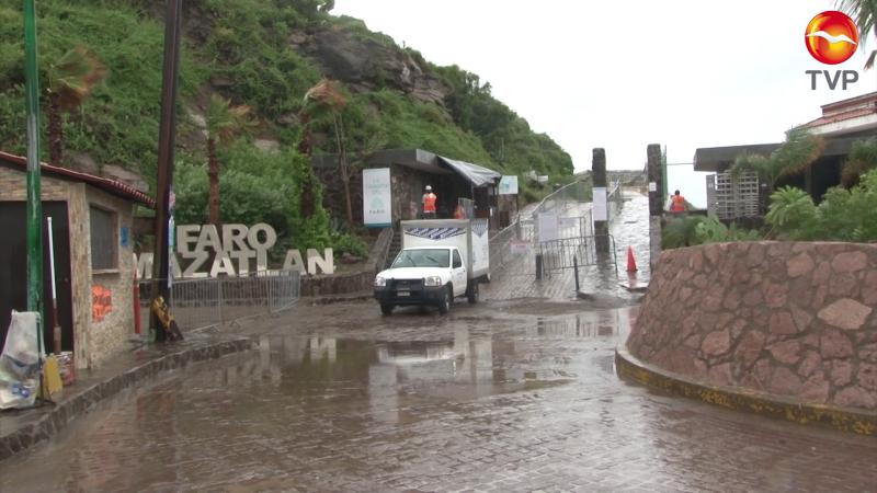 Cierran El Faro ante lluvias en Mazatlán
