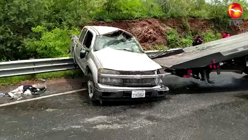 Vuelca camioneta familiar, dos menores lesionados