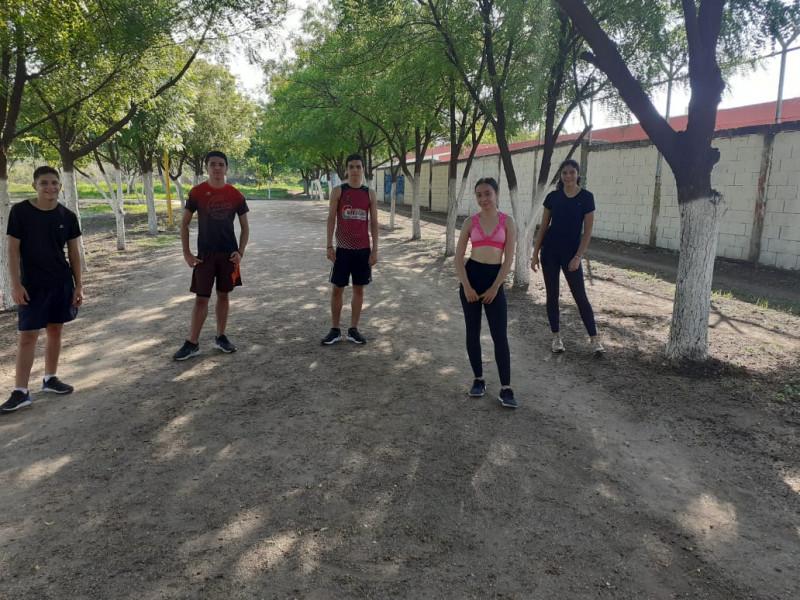 Deportistas de la UAS entrenan con debida distancia