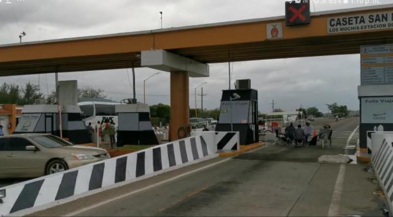 Trigueros liberan la caseta de peaje San Miguel