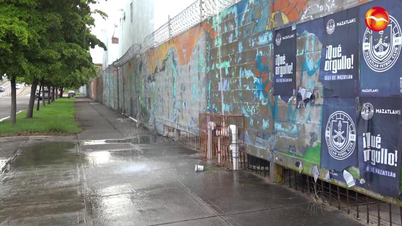 Surge 'cascada' en avenida de Mazatlán