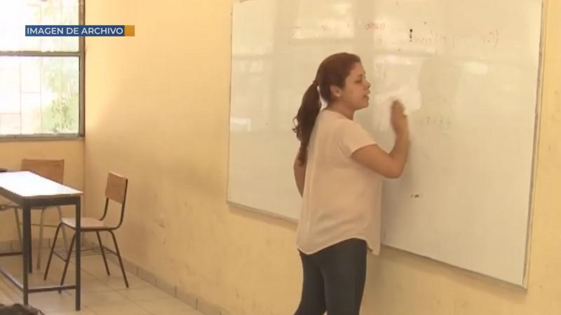 Por dar a conocer programa de entrega de computadoras a profesores