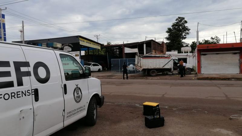 Asesinan a una persona de carro a carro al norte de Culiacán