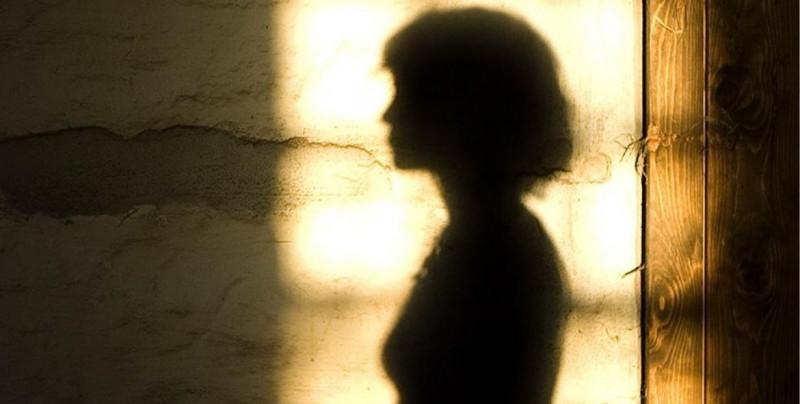 Por video difundido en Facebook, policía identifica a 8 de los 15 hombres que abusaron de una joven de 16 años