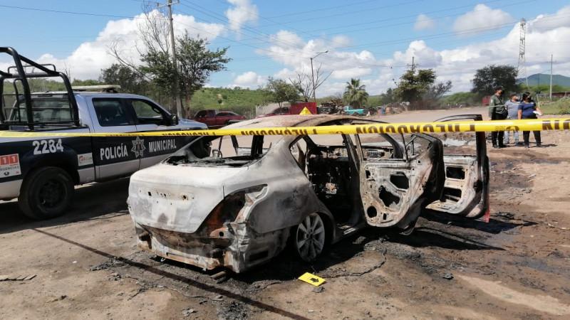 Localizan vehículo totalmente calcinado y con impacto de bala