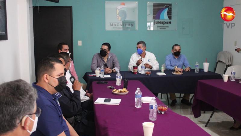 Acarrean agua clandestina a la zona turística de Mazatlán