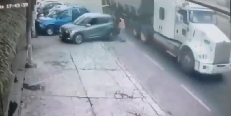 Video: conductor imprudente se estaciona en la banqueta y termina matando a un músico