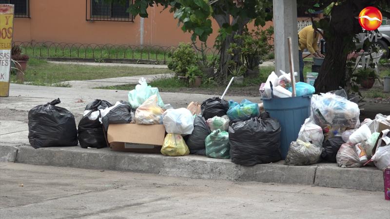 Infonavit Playas lleno de basura