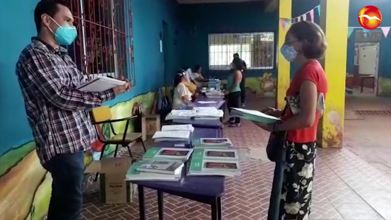 Avanza entrega de libros bajo estrictas medidas sanitarias en Mazatlán