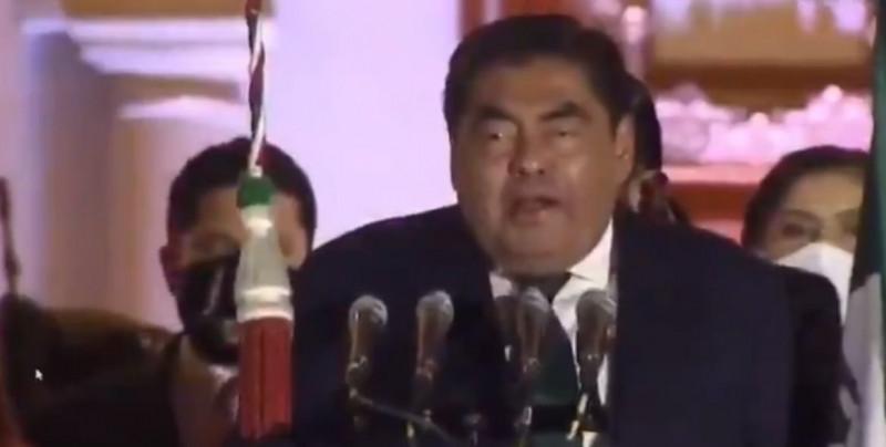 ¿Viva Benito Juárez?: Le llueven críticas al Gobernador de Puebla por no saber de historia