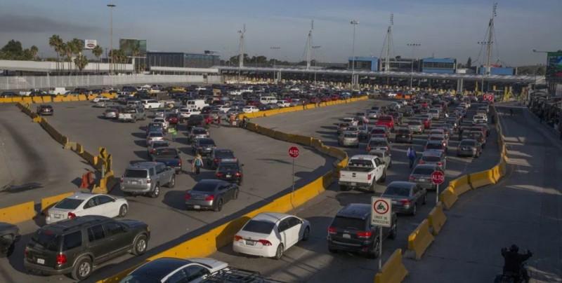 México y Estados Unidos acuerdan mantener cerrada la frontera un mes más