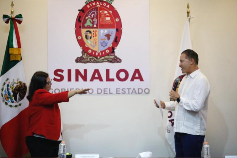 Quirino toma protesta a Laura González Bon como directora del ISMUJERES