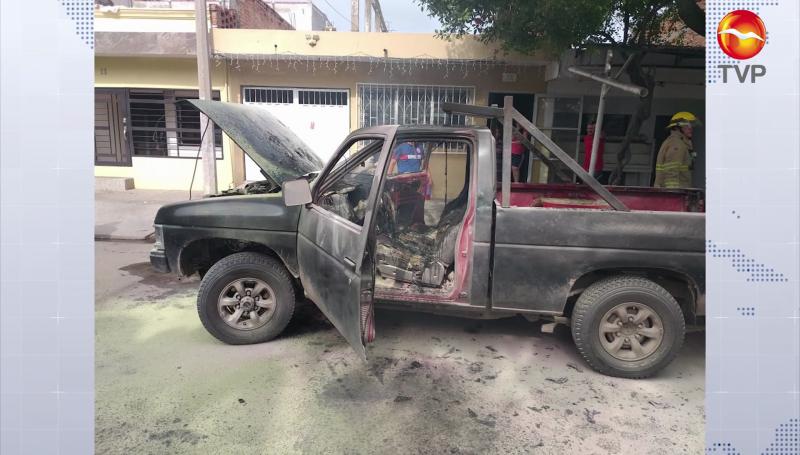 Se incendia camioneta en la colonia Toledo Corro