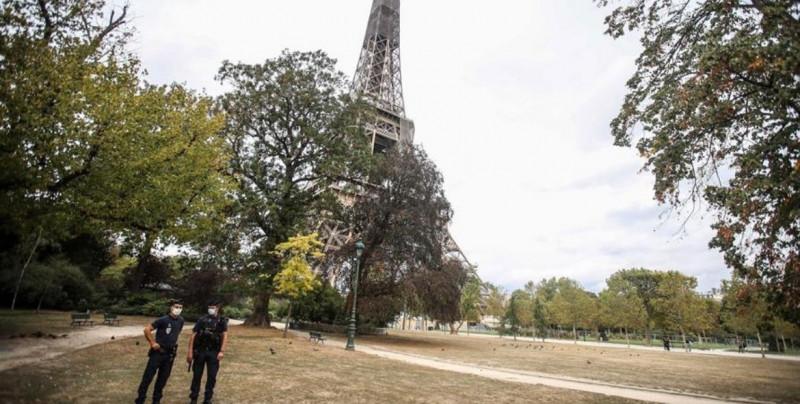 Evacúan la Torre Eiffel por amenaza de bomba